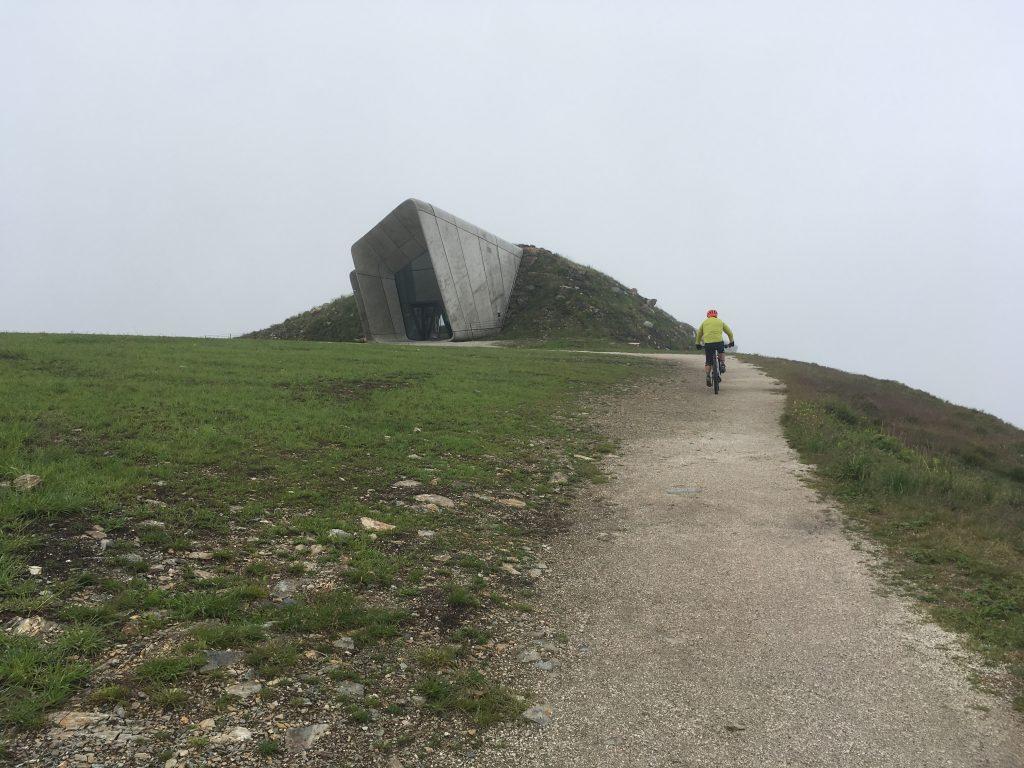 o podjeżdżaniu. Kronplatz Muzeum Messnera