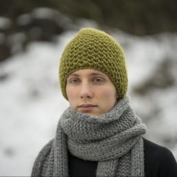 oliwkowa czapka 100 % wełna rozmiar L
